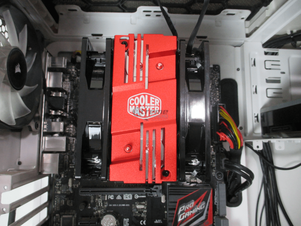 Cooler Master Hyper 212 LED installation 3